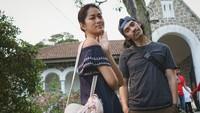 <p>Wanita yang akrab disapa Phia ini bertemu awal kali dengan sang suami saat syuting bareng. (Foto: Instagram/prisia)</p>