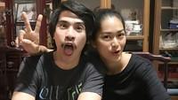 <p>Pose konyol ala pasangan Prisia dan Iedil. Hi-hi-hi. (Foto: Instagram/iedilputra)</p>