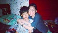 <p>Surya Sahetapy bersama mendiang kakak perempuan tercinta, Giska Putri. (Foto: Instagram/ @suryasahetapy)</p>