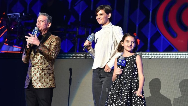 NEW YORK, NY - DECEMBER 08:  Elvis Duran, Katie Holmes and Suri Cruise speak at Z100's Jingle Ball 2017 on December 8, 2017 in New York City.  (Photo by Theo Wargo/Getty Images for iHeartMedia)