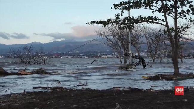 Belum ada informasi korban jiwa, namun puluhan rumah penududuk, lahan pertanian, dan kebun kakao dikatakan terendam banjir.