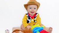 <p>Kini Beckham sudah berusia 1 tahun. Woody-nya udah tumbuh besar nih. He-he. (Foto: Instagram/toystorydad)</p>