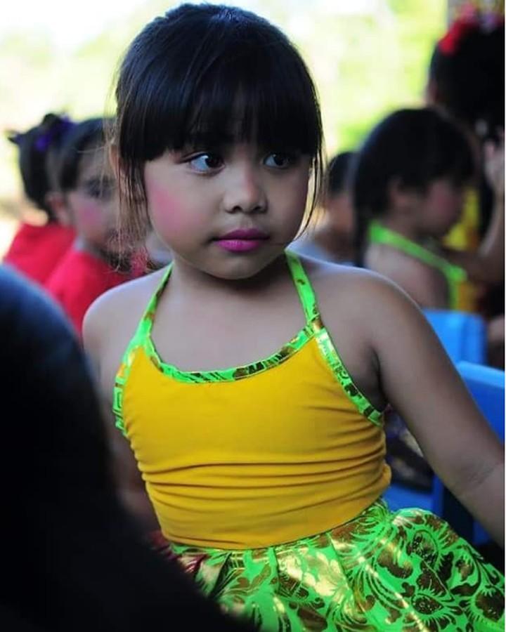 Atlet angkat beban Ni Nengah Widiasih berhasil raih medali perak di Asian Para Games 2018. Intip 6 foto manisnya bersama keponakan.