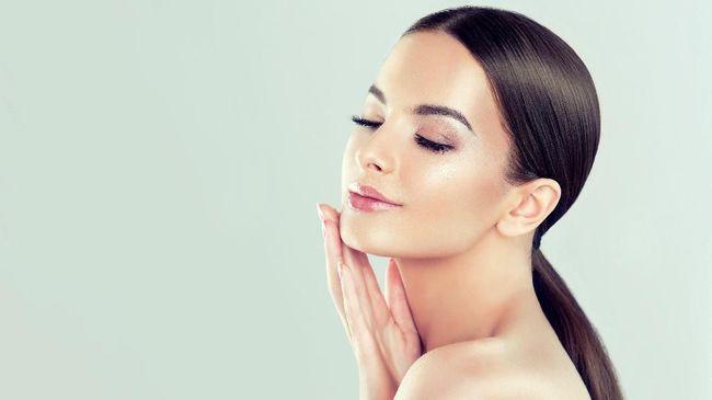 Untuk mendapatkan kulit bersih dan sehat, sebenarnya hanya bergantung pada cara dasar perawatan wajah di pagi hari.
