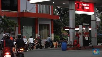 Ilustrasi Pengisian BBM di SPBU Pertamina (CNBC Indonesia/Muhammad Sabki)