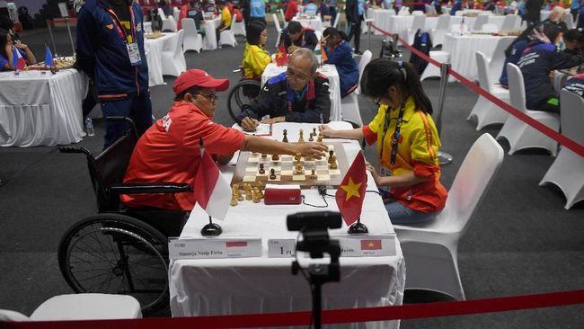 Kontingen Indonesia menambah empat medali emas Asian Para Games 2018 melalui cabang olahraga catur dan tenis meja nomor ganda campuran, Rabu (10/10).