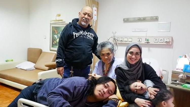 Putri Indro 'Warkop', Hada berbagi cerita ketika dia merawat mendiang ibunya selama berjuang melawan kanker paru-paru.