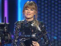 Waduh! Taylor Swift Sembunyi Di Koper Untuk Hindari Paparazi