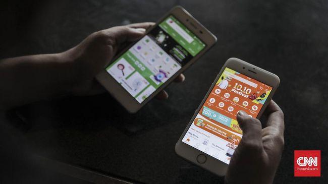 Tersangka menggunakan kartu seluler (SIM card) milik korban untuk mengaktifkan akun di aplikasi belanja online.