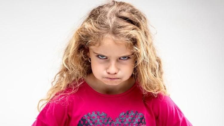 Orang tua punya peran penting lho, Bun dalam menjauhkan anak dari perilaku kekerasan. Anak harus dididik untuk mengatasi masalah tanpa kekersan.