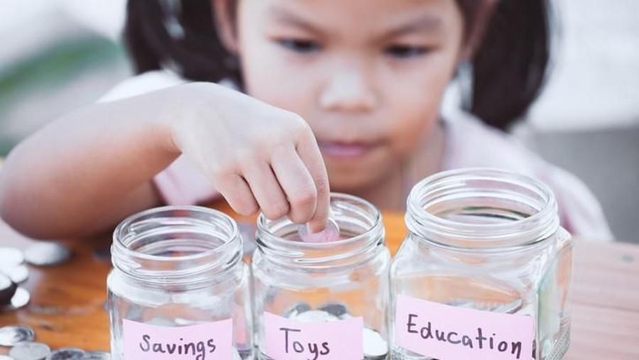 Cara Asyik Mengajari Anak Menabung
