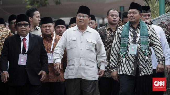 Prabowo juga menyebut soal kenaikan gaji guru harus jelas asal uangnya. Jangan sampai kenaikan gaji itu berasal dari utang pinjaman negara.