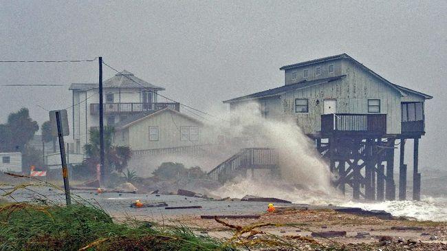Badai Michael Hantam AS, Terparah dalam Satu Abad