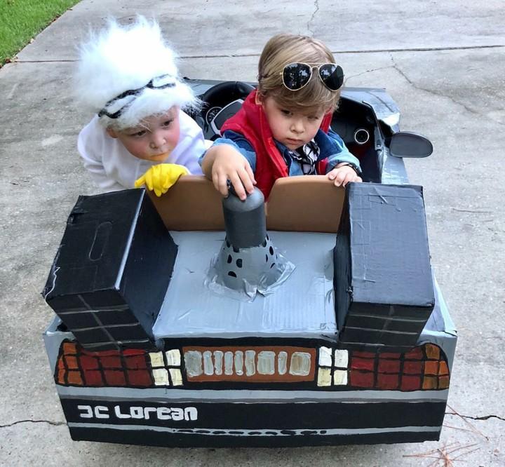<p>Ibu bernama Lauren Willis sepertinya senang dengan pesta Halloween. Ia banyak membuatkan kostum untuk anakkembarnya. (Foto: Instagram/laurenluskwilis)</p>