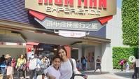 <p>Jalan-jalan ke Disneyland Hong Kong. Asyiknya jalan-jalan bareng keluarga tercinta! (Foto: Instagram @nanamirdad)<br /><br /></p>
