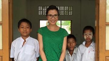 7 Foto Manis Michelle Yeoh 'Crazy Rich Asians' dengan Anak-anak