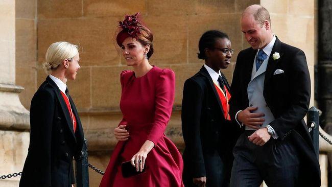 Tak cuma Putri Eugenie yang terlihat cantik di hari pernikahannya, Kate Middleton dan Meghan Markle juga terlihat memesona.