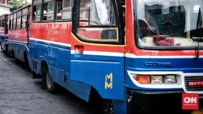 Dishub DKI Jakarta memberhentikan operasional metromini yang mengadang bus TransJakarta jurusan Pasar Minggu-Tanah Abang.