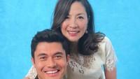 <p>Kalau Bunda udah nonton film 'Crazy Rich Asians', pasti tahu kan sosok Michelle Yeoh seperti apa dalam film? Ibu yang terlihat galak dan tegas dengan aturan keluarga. (Foto: Instagram/michelleyeoh_official)</p>