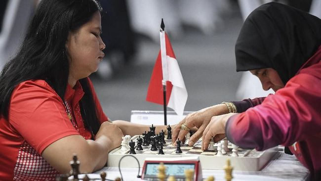 Kontingen Indonesia meraih tiga medali emas tambahan di Asian Para Games 2018 melalui cabang lawn bowls dan catur.