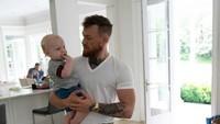 <p>Putranya sering jadi perhatian karena McGregor nggak jarang memposting kegiatannya bersama si kecil. (Foto: Instagram @thenotoriousmma)</p>