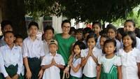<p>Salah satunya saat Michelle Yeoh ke Myanmar nih, Bun, dalam mendukung keamanan jalan untuk anak-anak. (Foto: Instagram/michelleyeoh_official)</p>