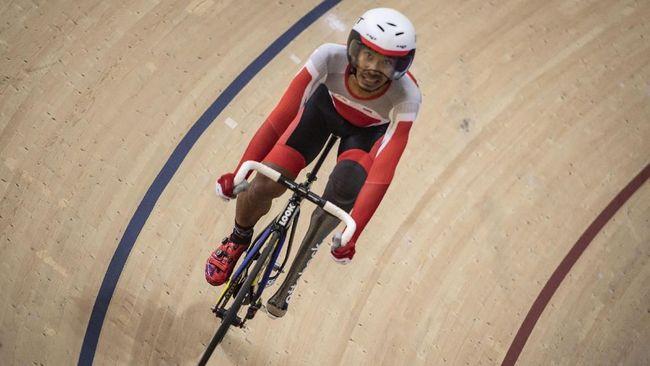 Pebalap sepeda putra Indonesia Muhammad Fadli meraih medali emas ke-25 untuk kontingan Merah Putih di nomor individual pursuit putra 4.000 meter.