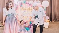 <p>Saat acara ulang tahun ke-2 Natusha. Kebahagiaan terpancar dari muka keluarga kecil ini. (Foto: Instagram @glennalinskie)<br /><br /></p>