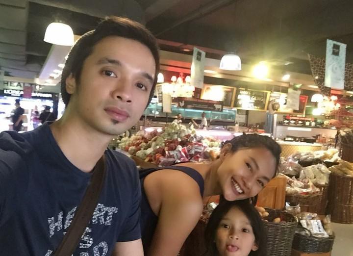Jarang diterpa gosip, keluarga Endhita-Onci 'Ungu' so sweet banget deh.