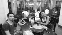 <p>Nggak cuma momen spesial aja, makan bersama juga bisa jadi quality time yang oke nih buat Endhita dan Onci. (Foto: Instagram Endhita)</p>
