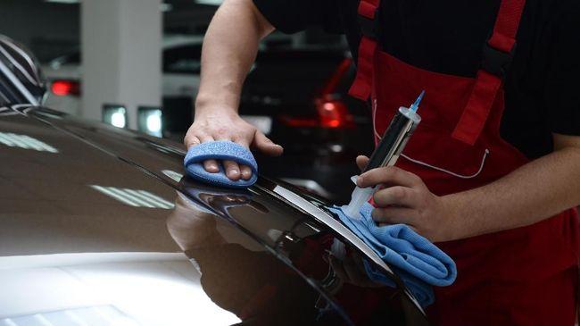 Sebelum mempertimbangkan perlukah coating mobil, simak jenis pelapis yang tengah populer, kelebihan dan kekurangan coating mobil, hingga kisaran harganya.