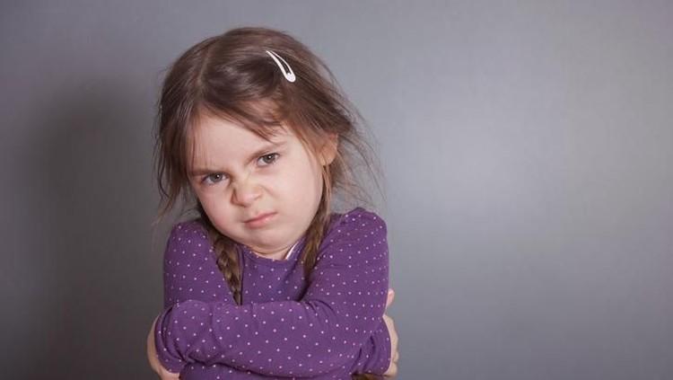 Anak sering kesal bahkan marah saat menunggu sesuatu? Ini 5 cara mengajarkan anak bersabar yang bisa Bunda coba.