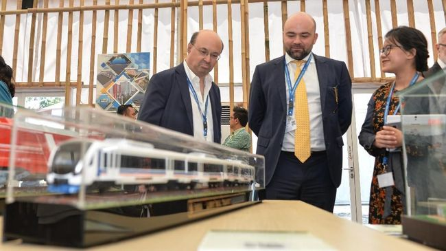 Among those showcased at Indonesia Pavilion exhibition was Indonesia's high-speed railway project that captured guests' attention.