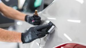 6 Cara Menghilangkan Baret Halus pada Mobil