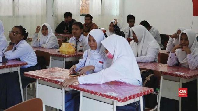Ombudsman menyarankan agar SMPN 8 Yogyakarta mengoreksi aturan yang mengharuskan siswinya memakai jilbab. Aturan itu dinilai tak sesuai peraturan wali kota.