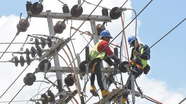 Polri menyebut pemadaman listrik terjadi karena pohon tinggi di sekitar PT PLN UPT Ungaran. Sementara Kominfo menyatakan hoaks soal pohon yang jadi penyebabnya.