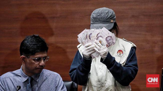 KPK menyita sejumlah uang dalam pecahan rupiah dan yuan dari rumah Bupati Bekasi Neneng Hasanah Yasin terkait penyidikan kasus dugaan suap proyek Meikarta.