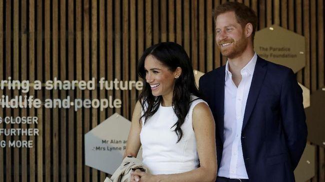 Istana Kensington mengumumkan Meghan Markle kini tengah hamil anak pertamanya dengan Pangeran Harry.