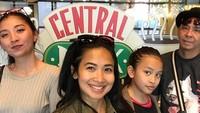 <p>Feni Rose dan suami serta anak-anaknya memang sering menghabiskan waktu bareng dengan liburan, Bun. (Foto: Instagram/ @fenirose)</p>
