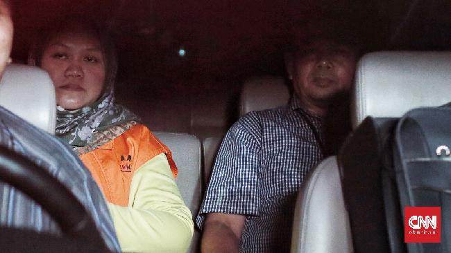 Bupati Bekasi nonaktif kembali menyerahkan Rp11 miliar ke KPK terkait kasus Meikarta. KPK mengimbau pihak lain melakukan hal serupa.