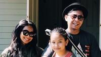 <p>Cuma bertiga, kekompakan Feni Rose dan keluarga tetap terjaga. (Foto: Instagram/ @gnnrmgvrl)</p>