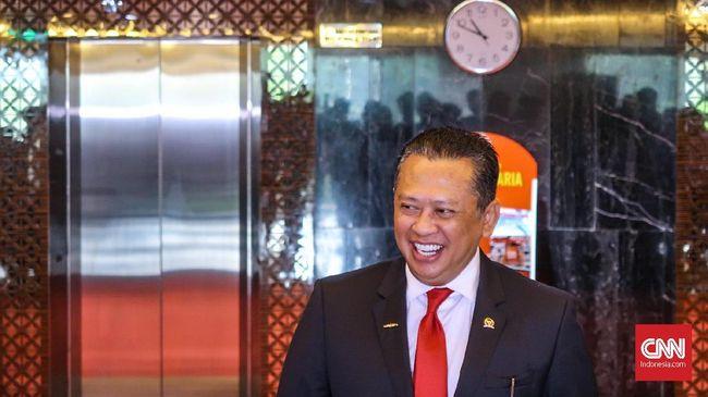 DPR menyoroti penerimaan pajak di tahun terakhir pemerintahan Presiden Jokowi jilid I yang seret dan memicu pelebaran defisit anggaran.