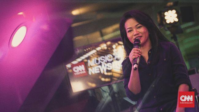 Penyanyi Yura Yunita menuturkan kisahnya bermusik, dari personel additional menjadi solois yang berkolaborasi dengan Glenn Fredly.