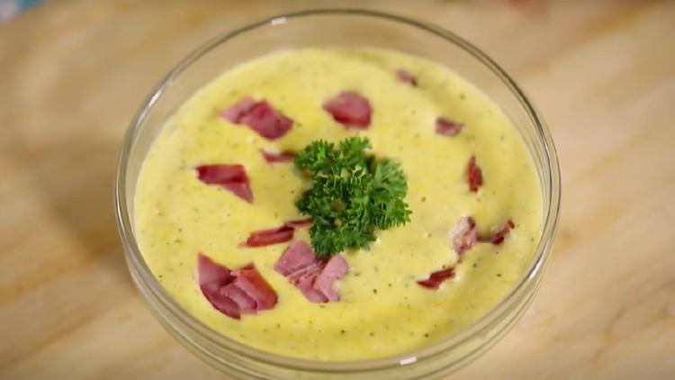 Ubi ternyata bisa jadi bagian dari sebuah sup cream yang mengandung gizi tinggi untuk anak lho, Bun.