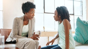 Cara Orang Tua Sikapi Anak yang Kurang Perhatian di Masa Kecil