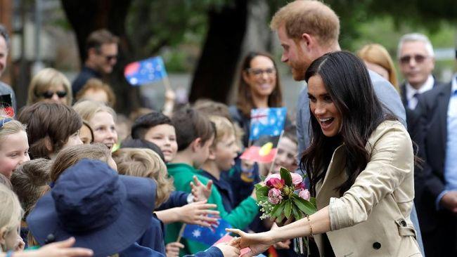 Saat Pangeran Harry dan Meghan Markle disebut masih belum menentukan nama anak mereka, para petaruh telah meletakkan taruhan di atas meja.
