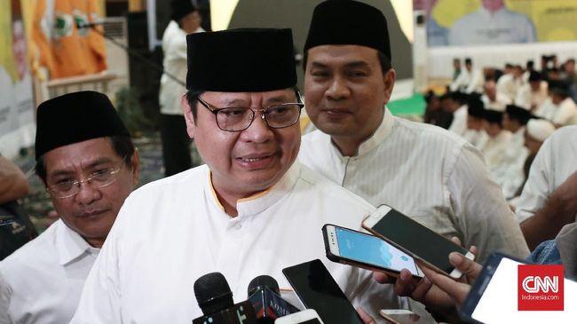 Menteri Perindustrian Airlangga Hartarto meminta industri memanfaatkan momentum kenaikan Upah Minimum Provinsi (UMP) untuk melakukan efisiensi biaya produksi.