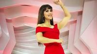 <p>Pakai gaun warna merah dan high heels saat hamil 6 bulan, Nadia Mulya tetep seksi ya. (Foto: Instagram @nadiamulya)</p>