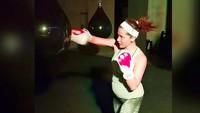 """<p><a href=""""https://hot.detik.com/celeb/4199127/nadia-mulya-cerita-kehamilan-ke-4-anut-percaya-banyak-anak-banyak-rezeki"""" target=""""_blank"""">Nadia Mulya</a>olahraga tinju. Katanya olahraga ini nggak apa-apa dilakukan saat hamil karena saat olahraga tinju yang aktif tubuh bagian atas. (Foto: Instagram @nadiamulya)<br /><br /></p>"""