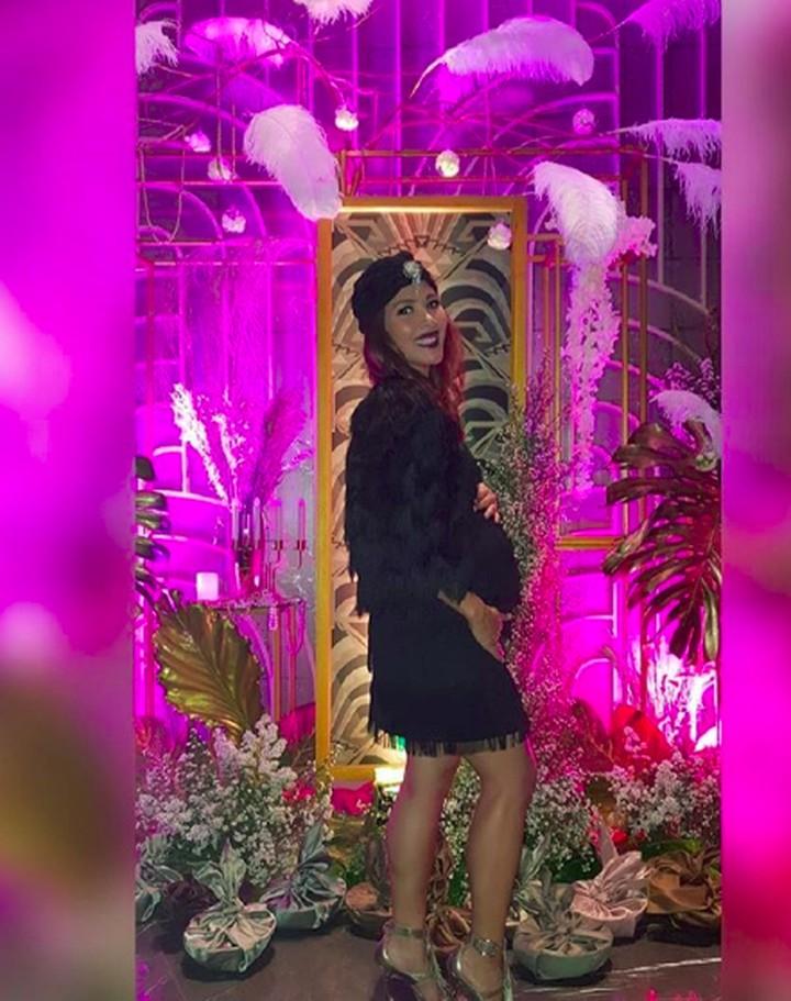 Presentar Nadia Mulya sedang hamil 7 bulan. Wajahnya pun makin bersinar, Bun.